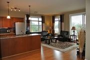 Top Floor Corner 2 Beds+Den 2 Baths Wood Floor Granite Rooftop Patio